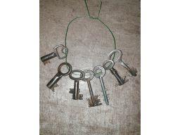 Stary pęk kluczy, cena za całość