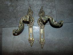 Stare szyldy,klamki,do drzwi,mosiężne,rozstaw 74mm